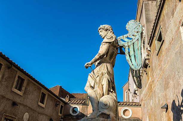 Estátua de São Miguel - foto de acervo