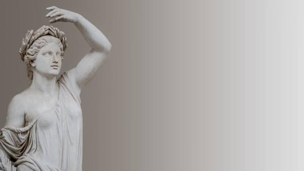 Statue der sinnlichen römischen Renaissance Era Frau in Zirkel von Lorbeerblättern, isoliert, Potsdam, Deutschland, Details, Nahaufnahme – Foto