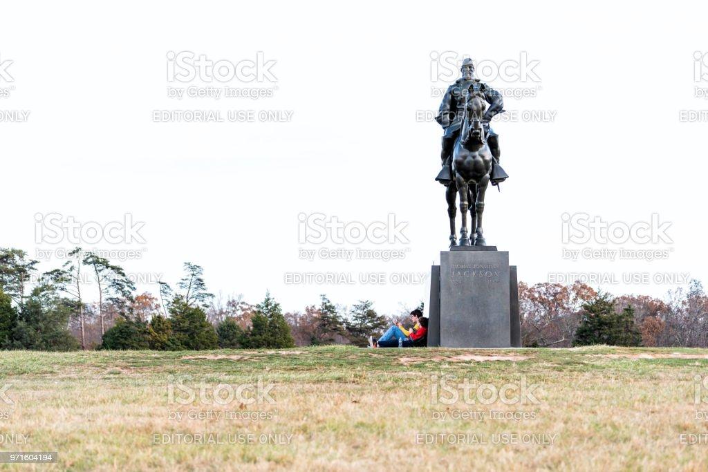 ストーンウォール ジャクソンの像と多くの観光客はブルラン戦い ...