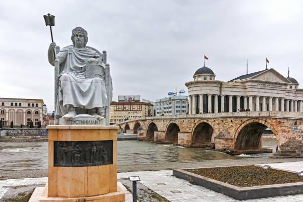 Bizans İmparatoru Jüstinyen heykeli ben ve şehir Üsküp, Makedonya Cumhuriyeti, Makedonya Cumhuriyeti olarak Arkeoloji Müzesi stok fotoğrafı