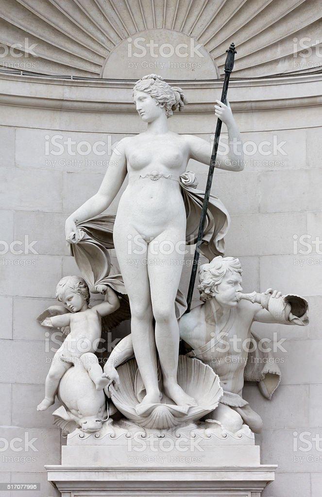 Statue der Venus auf der Lloyd Palast in Triest – Foto
