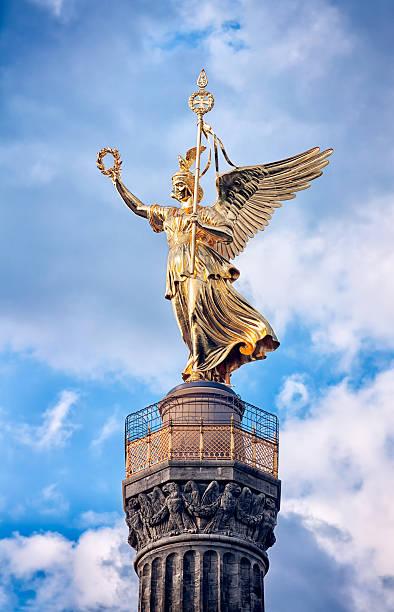 像のビクトリア siegessaule ティーアガルテン、ベルリン - グローサーシュテルン広場 ストックフォトと画像