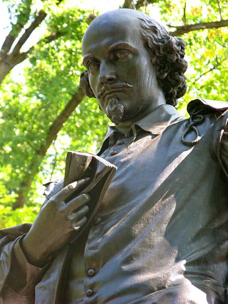statue of william shakespeare - drehbuchautor stock-fotos und bilder