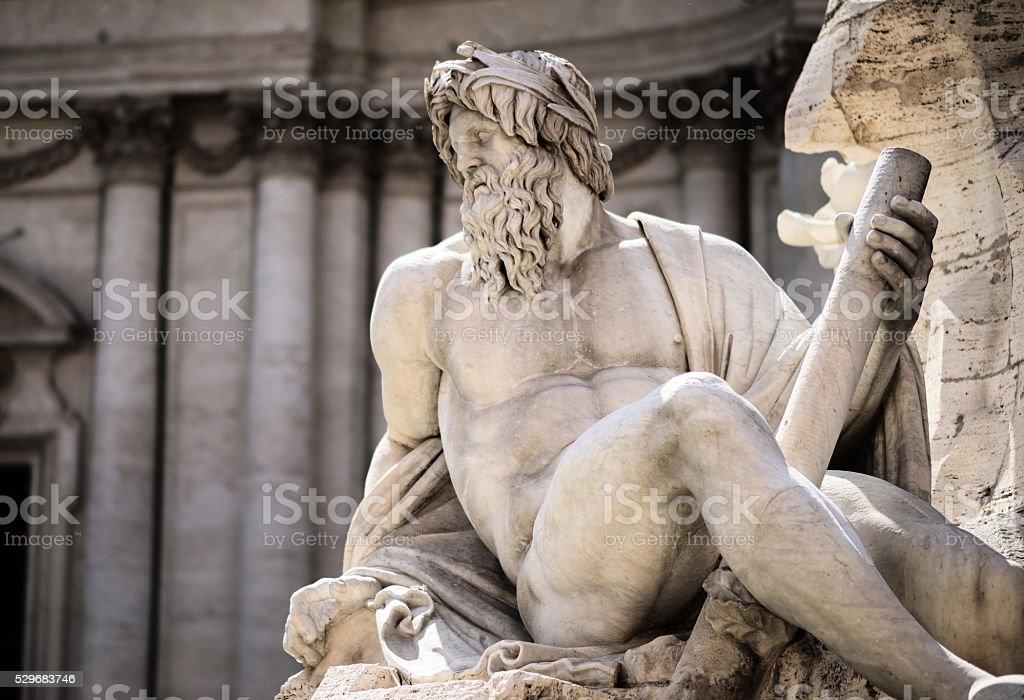 Estátua de Zeus em de Trevi, Piazza Navona, Roma, Itália - foto de acervo