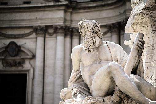 Foto de Estátua De Zeus Em De Trevi Piazza Navona Roma Itália e mais fotos de stock de Adulto
