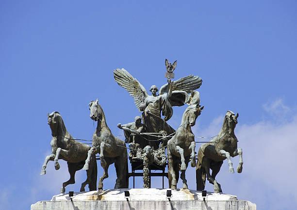 Statue im palazzo di giustizia in Rom – Foto