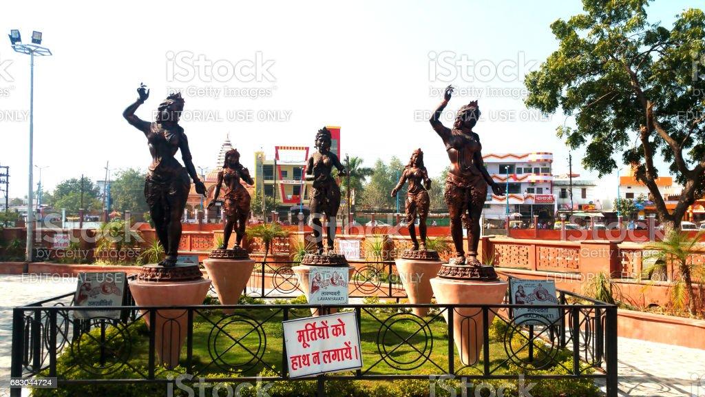 Statues of girls at Vikram Tila in Ujjain, India foto de stock royalty-free