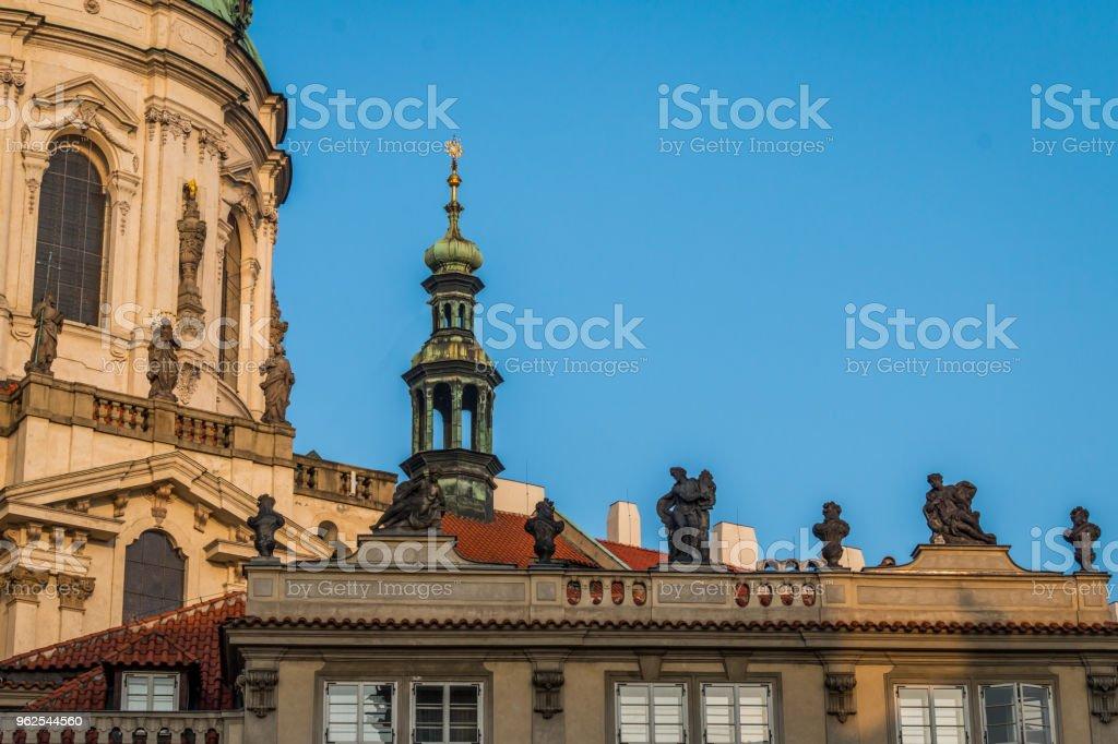 Estátuas da Igreja de St. Nicolas - Foto de stock de Capitais internacionais royalty-free