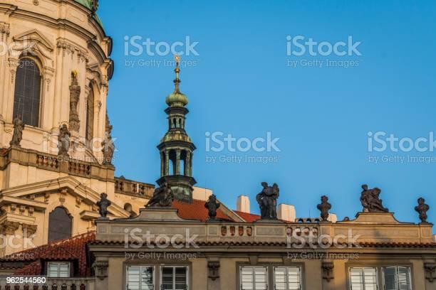 Foto de Estátuas Da Igreja De St Nicolas e mais fotos de stock de Capitais internacionais