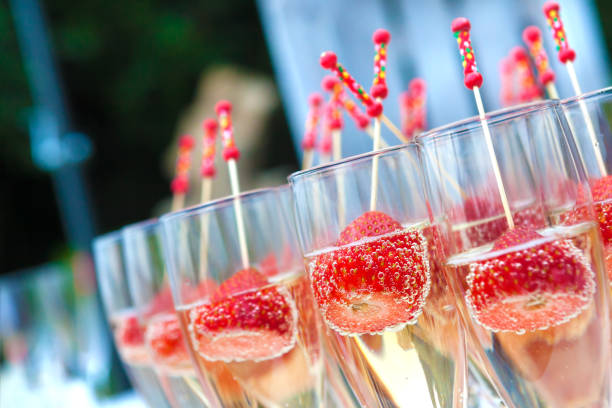 Stawberries and cava cup - foto stock