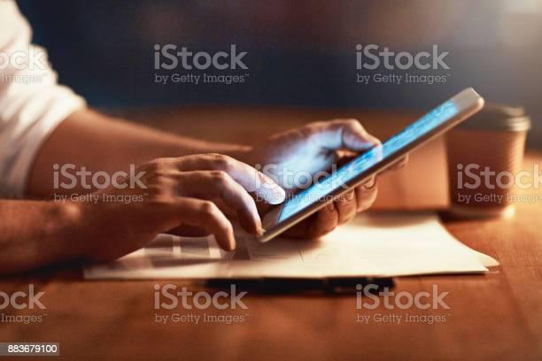 Resta Connesso Allimpossibile - Fotografie stock e altre immagini di Adulto