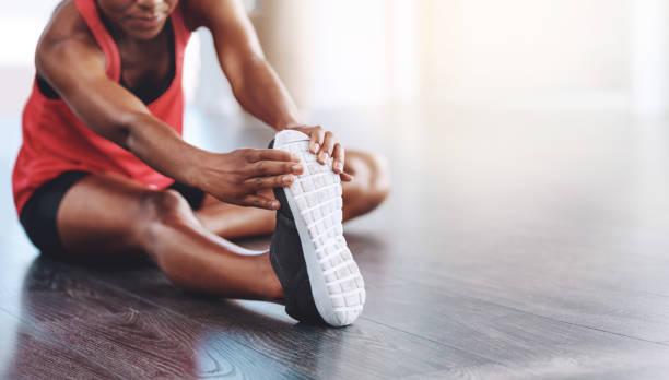 flexibel und fit bleiben - bein tag routine stock-fotos und bilder