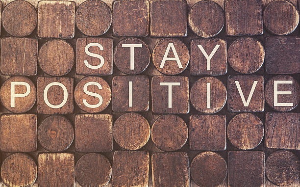 stay positive. motivational message - vergessen zitate stock-fotos und bilder