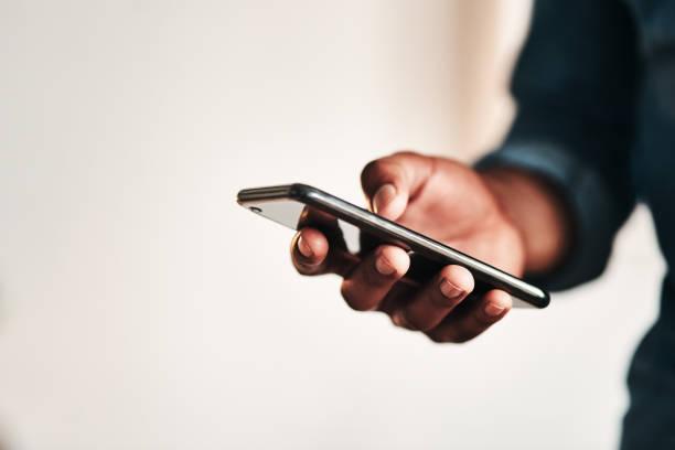 rimanere connessi in quest'era digitale - smart phone foto e immagini stock