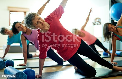 Shot of a group of women doing the side plank workout in a pilates classhttp://195.154.178.81/DATA/i_collage/pu/shoots/806460.jpg