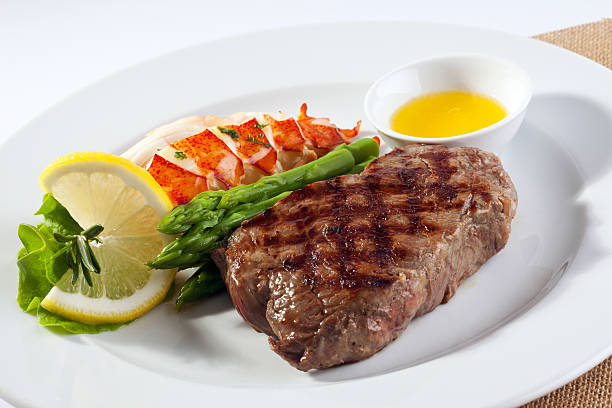 steak & lobster - strip steak stockfoto's en -beelden