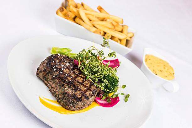 steak fries and bearnaise sauce - sauce bernaise stock-fotos und bilder