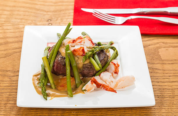 steak oscar - sauce bernaise stock-fotos und bilder