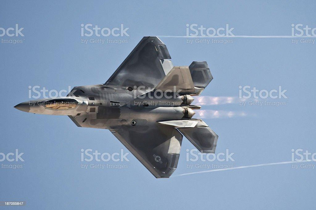 Stealth Fighter Jet con Afterburners y Clipping Path (Borde de corte) - foto de stock