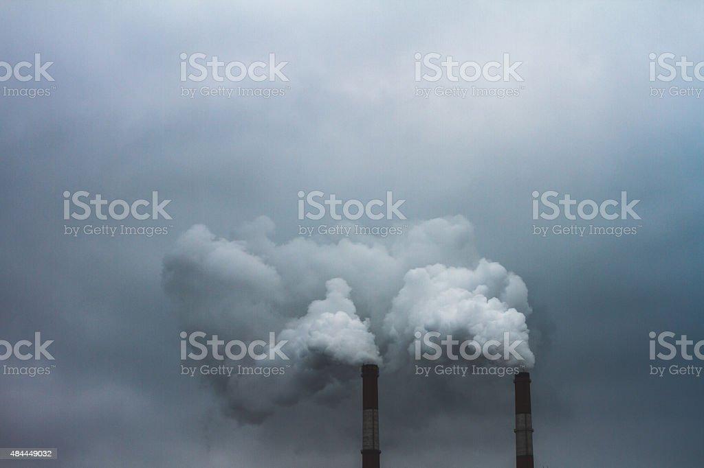 Dampf Und Rauch Entsteht Aus Boiler In Susnset Stock-Fotografie und ...