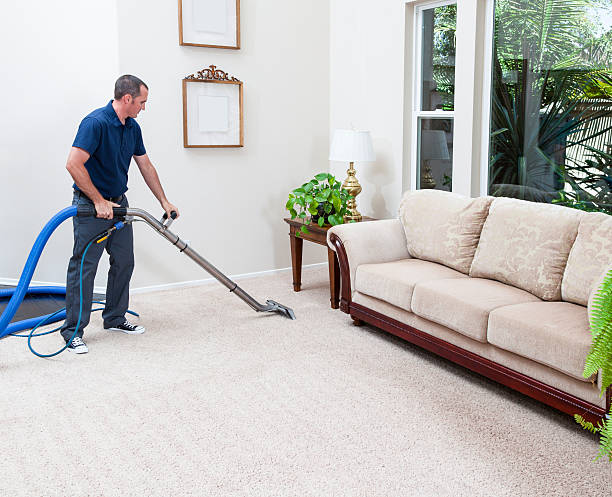 steam cleaning carpets - tapijt stockfoto's en -beelden