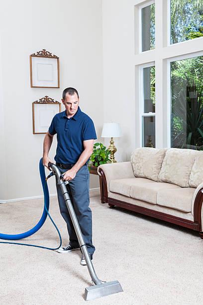 dampfbad, reinigung der teppiche - dampfreiniger fenster stock-fotos und bilder