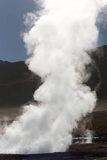 연료증기 증가하여 메트로폴리스 간헐천 호울, 칠레 스톡 사진