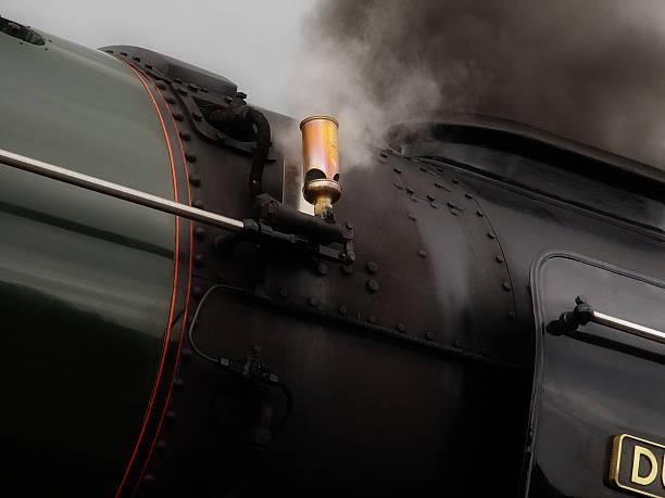 steam zug trillerpfeife - gutschein bahn stock-fotos und bilder