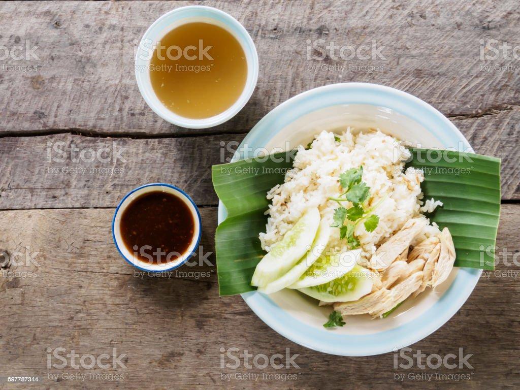 Frango cozido no vapor e arroz branco com estilo de comida tailandesa sopa (Khao Mun Kai) - foto de acervo