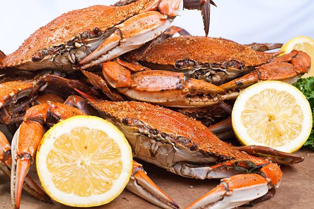 steamed crabs - blauwe zwemkrab stockfoto's en -beelden