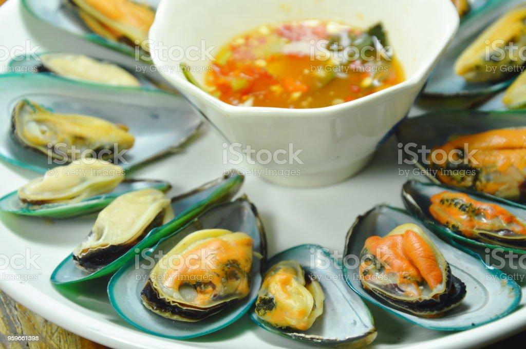 Mejillones al vapor con salsa picante - Foto de stock de Ajo libre de derechos