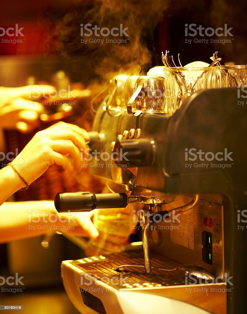 Steaming espresso machine  royalty free stockfoto