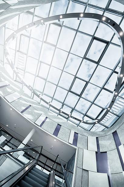 steel and glass - luchthaven frankfurt am main stockfoto's en -beelden