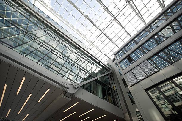 steel and glass,the squaire, frankfurt, airport, rhein main flughafen - luchthaven frankfurt am main stockfoto's en -beelden