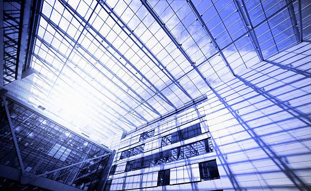 steel and glass,the squaire, frankfurt airport, rhein main flughafen - luchthaven frankfurt am main stockfoto's en -beelden