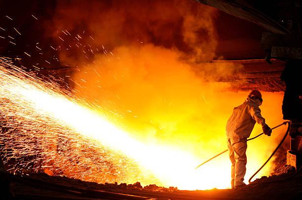 travailleur de l'acier et fer à repasser - plomb en métal photos et images de collection