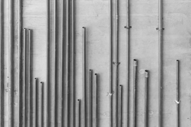 elektrische leitungsrohre aus stahl - kabelkanal weiß stock-fotos und bilder