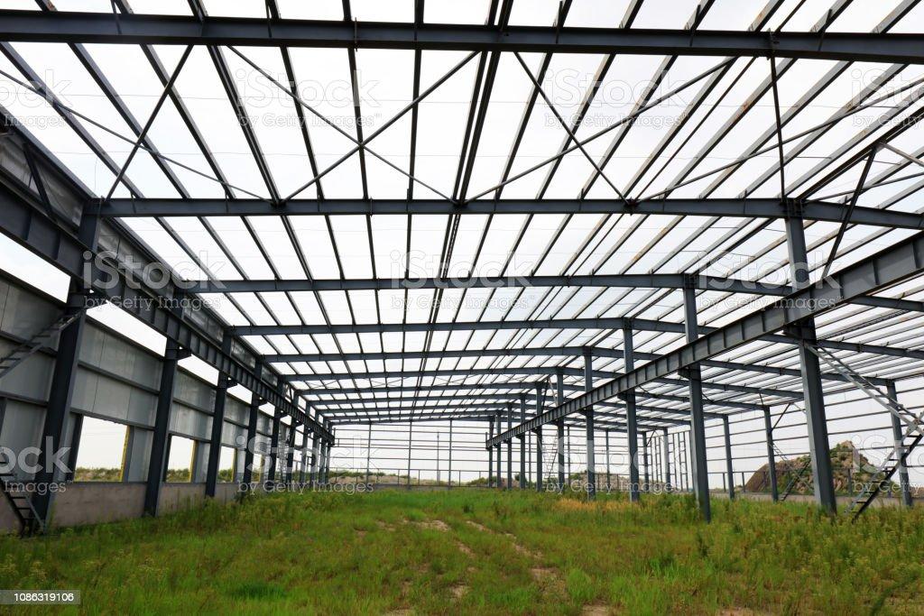 Steel frame of industrial factory building\'r\'n