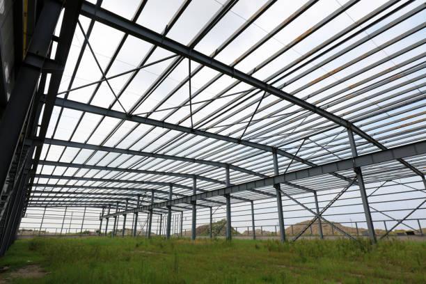 Stahlrahmen des industriellen Fabrikgebäudes – Foto