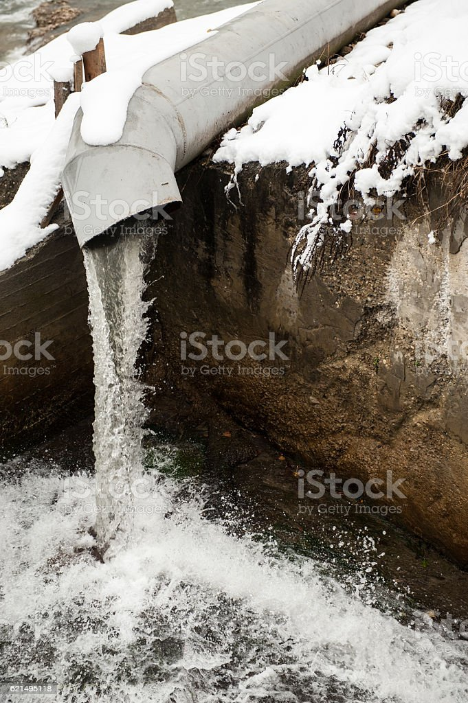steel pipe from which water flows foto stock royalty-free