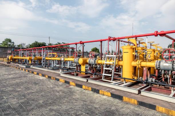 Stahlpipelines in der Raffinerie – Foto