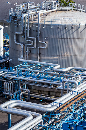Steel pipelines in the Refinery