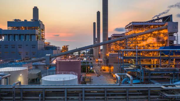 staalbedrijf, metallurgische fabriek, metallurgische staalproductie fabriek. - krachtapparatuur stockfoto's en -beelden