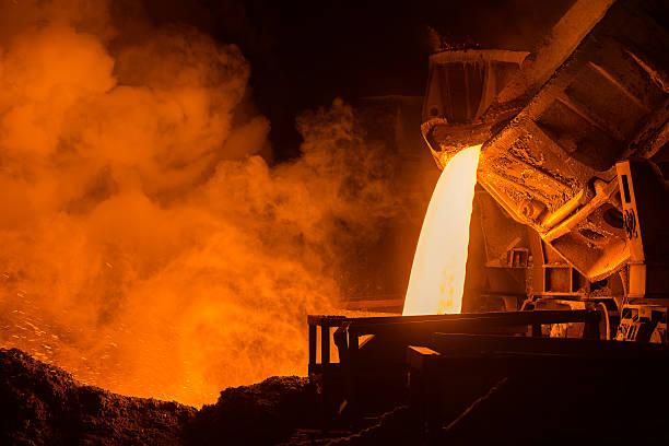 steel plant - krachtapparatuur stockfoto's en -beelden