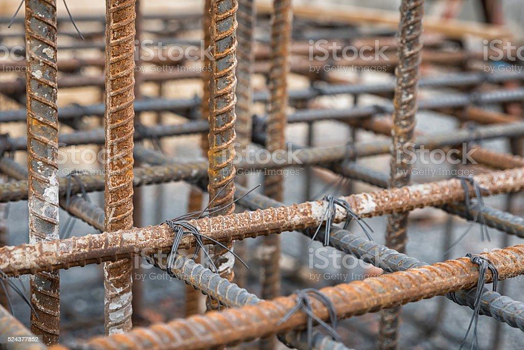 Tirantes de aço usado para reforçar o concreto - foto de acervo