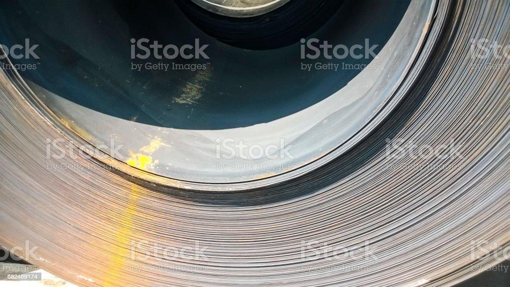 Staalplaten samengevouwen in rollen. Exporteren van staal. Verpakking van stee royalty free stockfoto