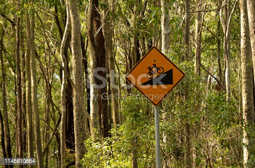 Steep bicycle path warning sign