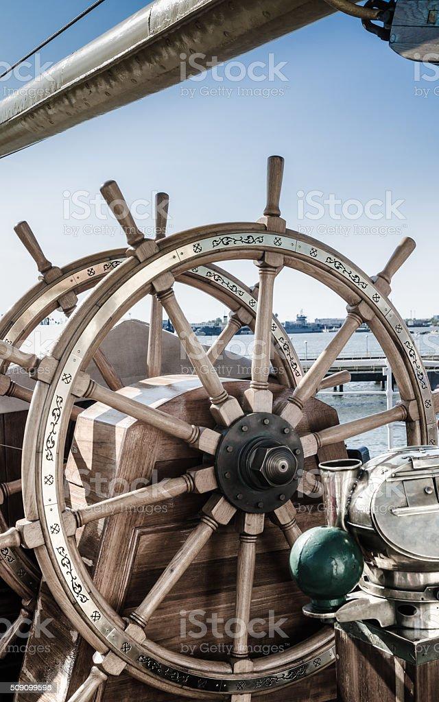 Lenkrad eines alten Segeln Schiff – Foto