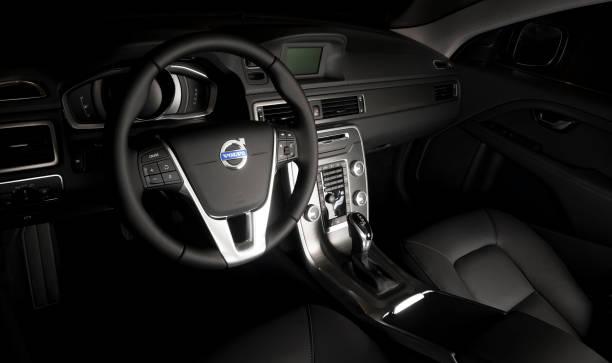 ratten i den moderna bilen volvo xc60 - volvo bildbanksfoton och bilder