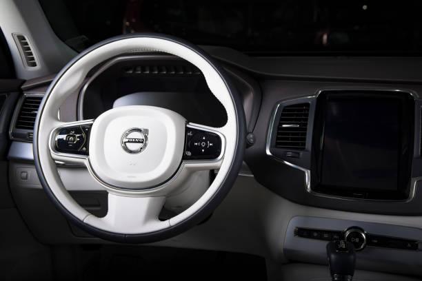 ratten i den moderna bilen volvo xc90 - volvo bildbanksfoton och bilder